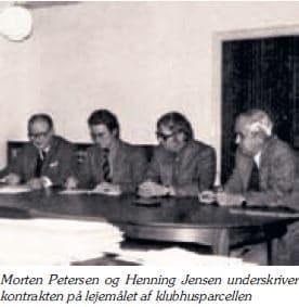 Morten Petersen - Henning Jensen - underskriver klubhus parcel